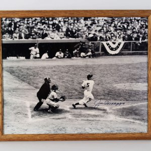 New York Yankees Joe DiMaggio Signed 16x20 Photo