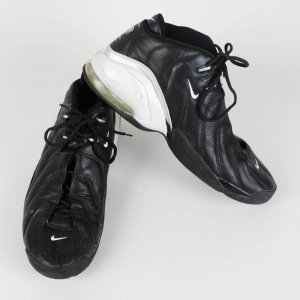 Portland Trail Blazers Dale Davis Game-Worn Shoes