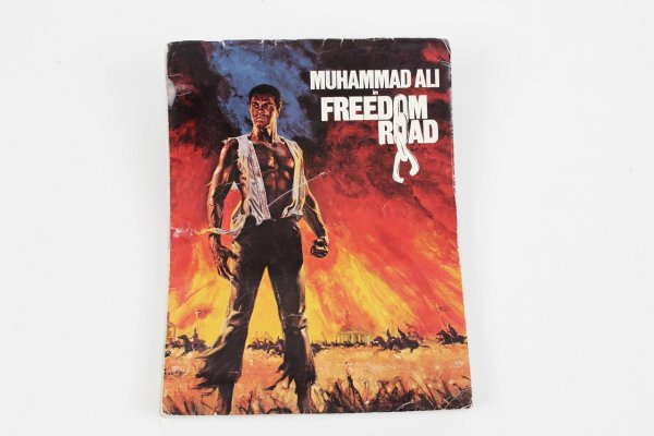 """Boxing Great - Muhammad Ali Signed Autographed Inscribed """"To Richard 9-9-90"""" Freedom Road Script"""
