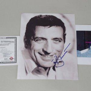Tony Bennett Signed 8x10 Signed Color Photo ( Photo & Proof)