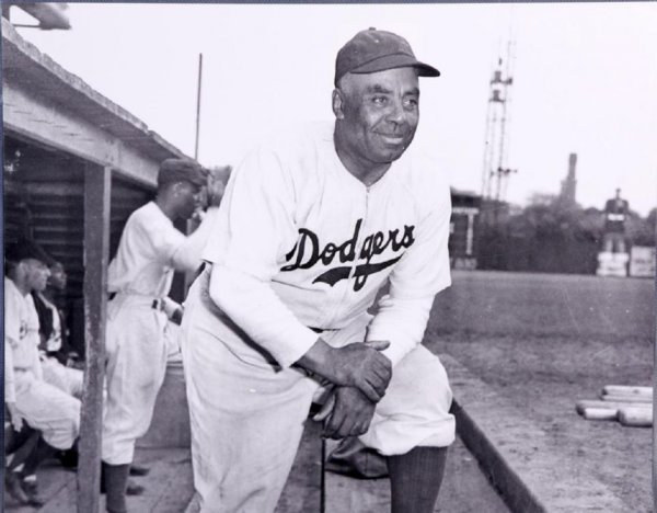 1945 Negro Leagues Brooklyn Brown Dodgers Oscar Charleston 16x20 Photo (Teenie Harris)