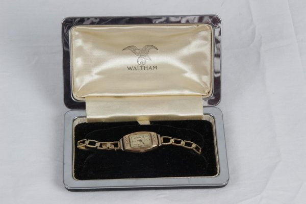 Vintage Antique Ladies Waltham Wristwatch with Watch Box Case