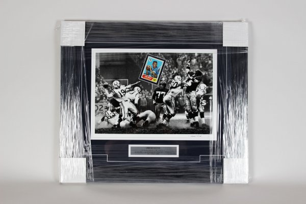 H.O.F.er Baltimore Colts Johnny Unitas Signed Card With Photo 24x29 Display