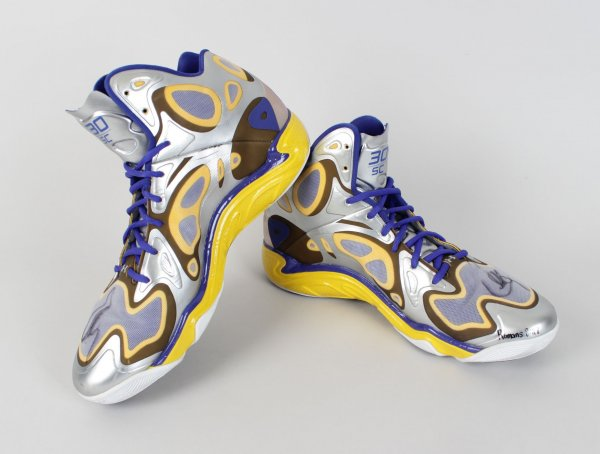 2013-14 Warriors Stephen Curry Game Worn & Signed Under Amour Shoes