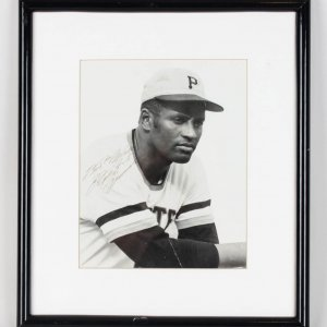 """Pirates Roberto Clemente Signed & Inscribed """"Best Wishes"""" 8x10 B&W Photo Display"""