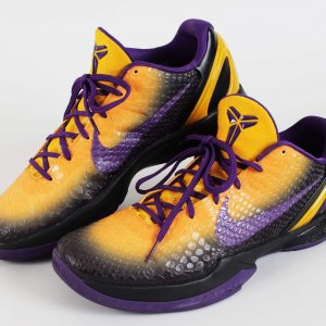 2010-11 Lakers Kobe Bryant Worn Shoes NIKE ID Sneakers