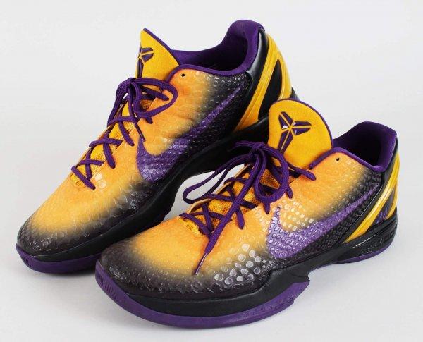2010-11 Lakers Kobe Bryant Worn Shoes NIKE ID Sneakers