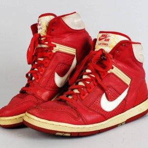 Portland Trail Blazers - Terry Porter Game-Worn, Signed Sneaker Shoes (JSA)
