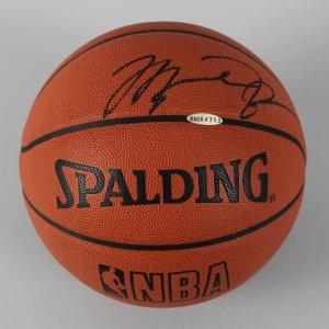 Chicago Bulls - Michael Jordan Signed Official Basketball - COA UDA