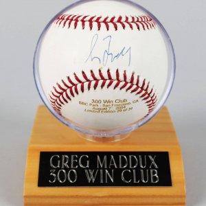Atlanta Braves - Greg Maddux Signed LE 29/31 300 Win Club OML Baseball - MLB & Mrak Sports
