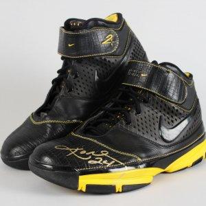 Los Angeles Lakers - Kobe Bryant Signed Shoes - JSA Full LOA