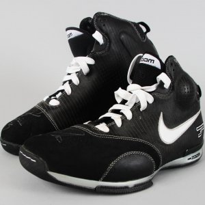 San Antonio Spurs - Tony Parker Game-Used, Signed Shoes - JSA Full LOA