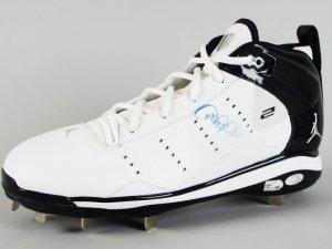 New York Yankees - Derek Jeter Signed Pro Model Cleat - COA Steiner & MLB