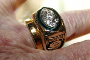 larry granthams super bowl ring