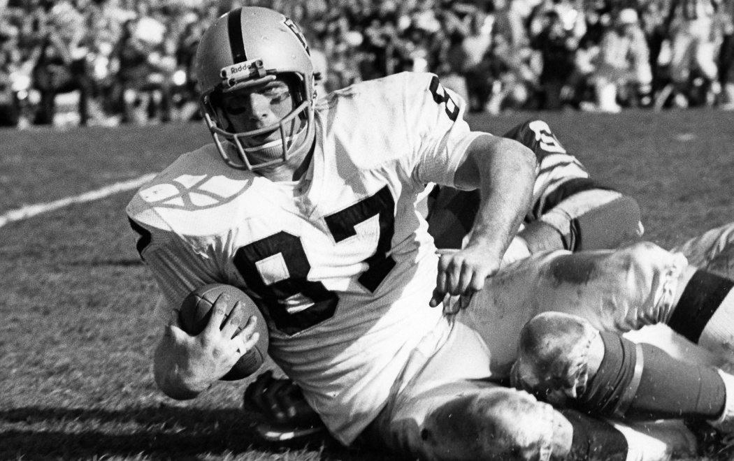 Oakland Raiders tight end Dave Casper is brought down after making a reception against the Minnesota Vikings during Super Bowl XI in Pasadena, Calif., Jan. 9, 1977. Raiders defeated the Vikings, 32-14.   (AP Photo/NFL Photos)